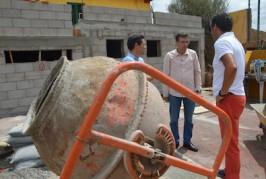 El alcalde visita la obra de la cancha de Lomitos de Correa