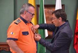Pepe Martín de Protección Civil recibe la insignia de oro de Valsequillo por su jubilación