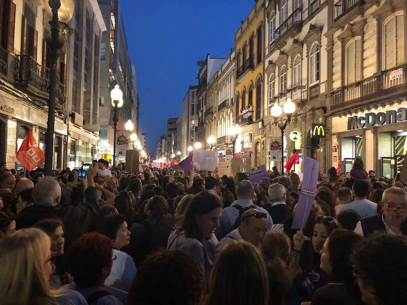 Manifestación 8 marzo mujer 2w