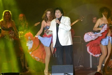 Valsequillo vibró al ritmo de Georgi Dann en su Fiesta Guateque de los Años 60