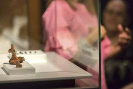 Cómo leer los objetos que se custodian en las vitrinas de la Cueva Pintada