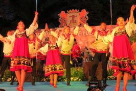Agaete recibe a dos de los grupos de África y Rusia que actuaron en el Festival de Folclore de Ingenio
