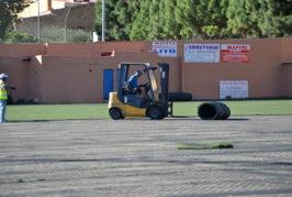Nuevo césped artificial para el campo de fútbol en Valsequillo