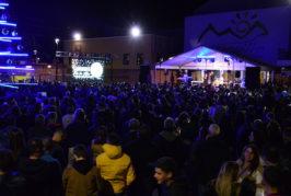 """Cientos de personas disfrutan de su propia Nochevieja """"adelantada"""" en Valsequillo"""