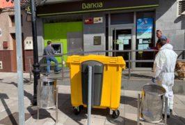 Valsequillo coloca contenedores para los guantes en los anexos a zonas comerciales