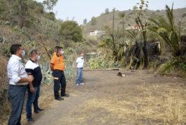 El alcalde de Valsequillo y el concejal de Seguridad visitan la zona afectada por el incendio en San Roque