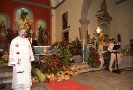 Valsequillo celebra una emotiva e íntima ofrenda en el interior de la parroquia de San Miguel