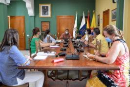 El Ayuntamiento de Valsequillo se reúne con la dirección de los colegios para coordinar el inicio del nuevo curso académico