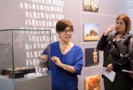 La directora de Cueva Pintada ofrece una charla sobre cómo este museo aborda la representación de las mujeres del Agáldar prehispánico y colonial