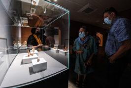 La Cueva Pintada propone una visita temática por el yacimiento de la mano de la restauradora Patricia Prieto para mostrar su trabajo diario