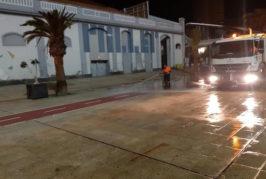 El Ayuntamiento de Las Palmas continúa con el dispositivo de limpieza contra la COVID-19 aplicando 50.000 litros de desinfectante desde el inicio de la pandemia
