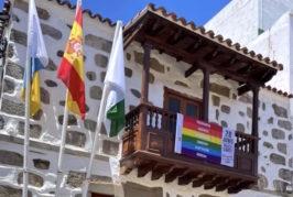El Ayuntamiento de Valsequillo luce una bandera para celebrar el Orgullo LGTBI+